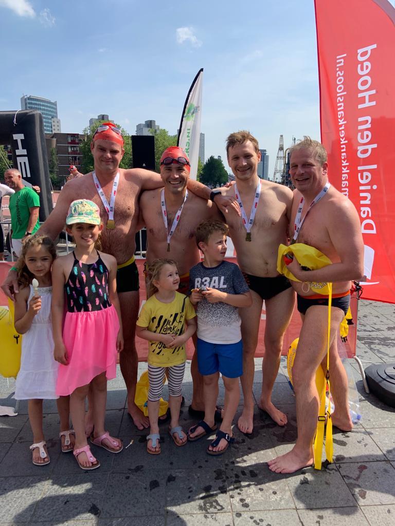 Arno, Eric en Ivo 1,5 km golven getrotseerd in het maritiem district van Rotterdam